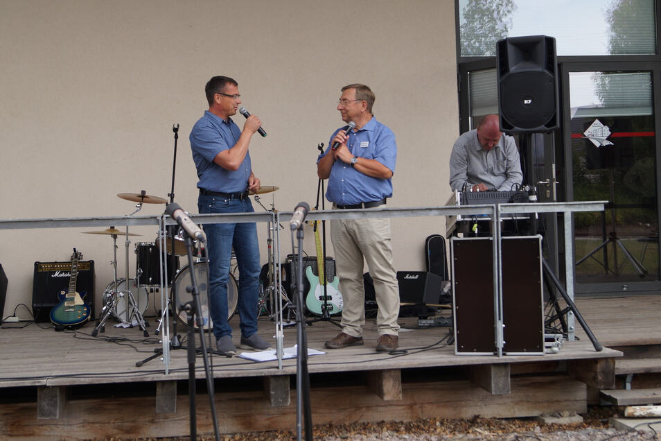 Wilsdruffs Bürgermeister Ralf Rother (links) im Gespräch mit Vereinschef Jürgen Juhrig. Foto: Wolfgang Lill
