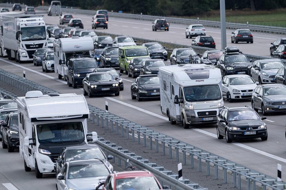 Am Schkeuditzer Kreuz hat es einen Unfall mit mehreren Lkw gegeben. Mehrere Menschen wurden verletzt.