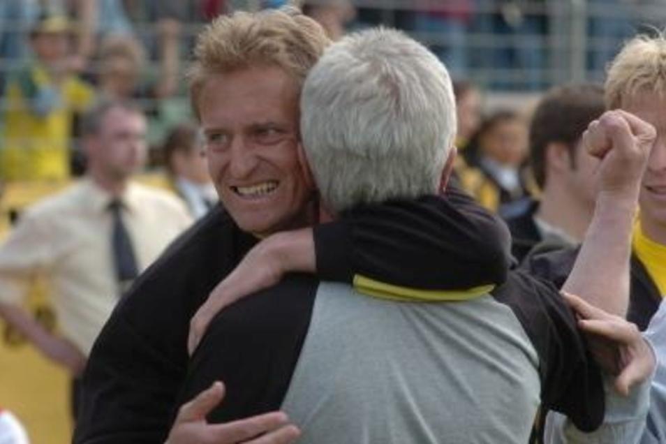 Ein erfolgreiches Team: Kapitän Steffen Heidrich, der im Sommer 2001 mit 34 Jahren von Energie Cottbus kam und mit Dynamo zweimal aufstieg, sowie Trainer Christoph Franke.
