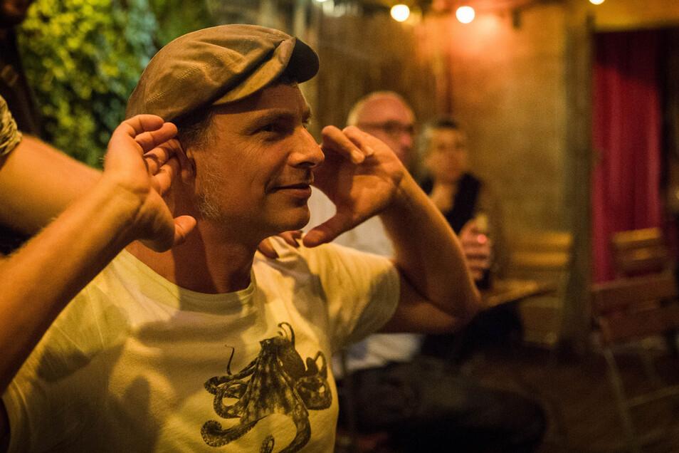 Thomas Löser von den Grünen gewann ein Direktmandat und ließ sich in der Groovestation feiern.