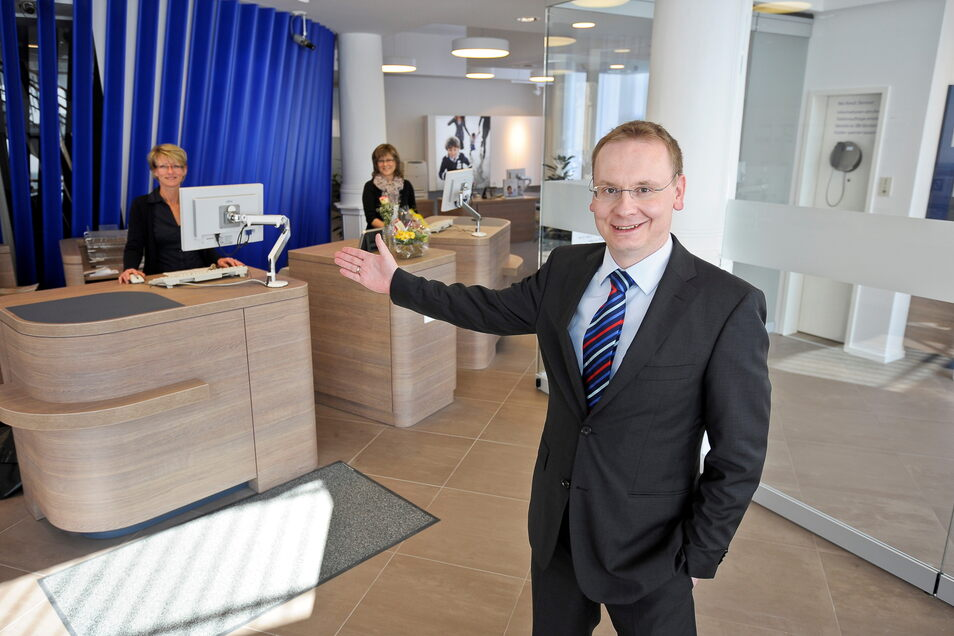 Der Görlitzer Filialleiter der Deutschen Bank, Daniel Härtel, kann beruhigt sein: Seine Filiale bleibt erhalten.