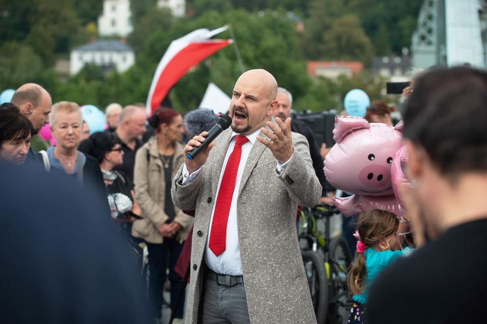 Das geschasste AfD-Ex-Mitglied Stefan Räpple auf der Demo der Heidenauer Wellenlänge auf dem Blauen Wunder.