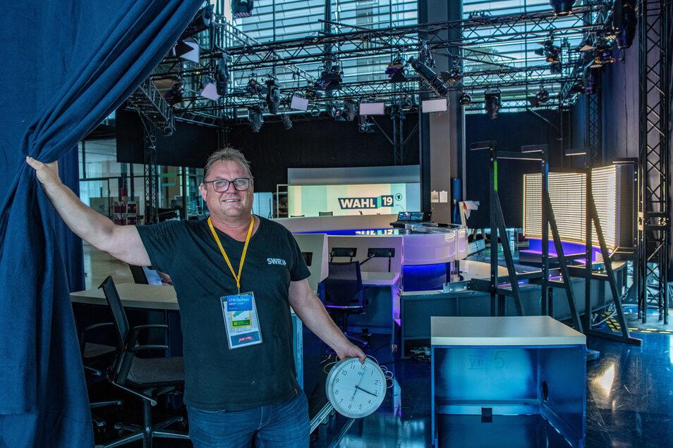 Peter Smiatek aus Baden-Baden baut in Dresden das Wahlstudio für die ARD auf. ARD-TV-Studios im Sächs. Landtag in Dresden.