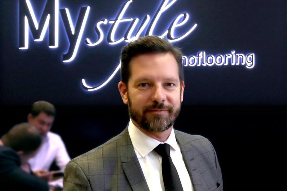 Kronospan-Geschäftsführer David Brenner hatte in Hannover die neue Premiummarke vorgestellt.