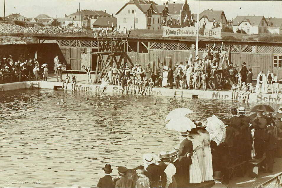 Ansicht des Kamenzer Stadtbades auf einer Postkarte um 1900.