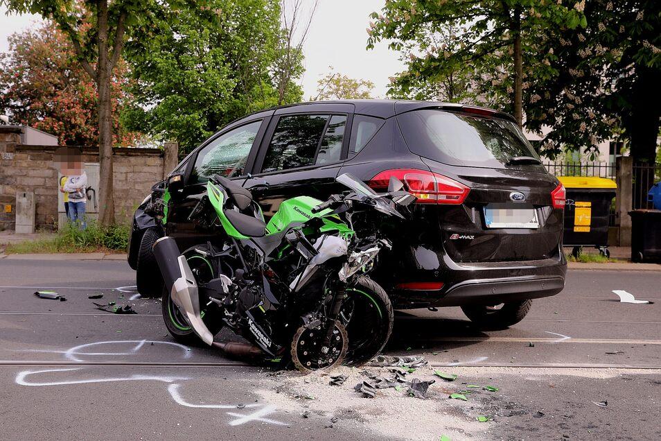 Am Mittwochnachmittag ereignete sich dieser schwere Unfall auf der Bautzner Straße.