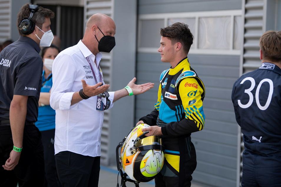 """Teamchef Jens Feucht (l.) ist mit der Premierensaison seines Fahrers Esteban Muth """"sehr zufrieden""""."""