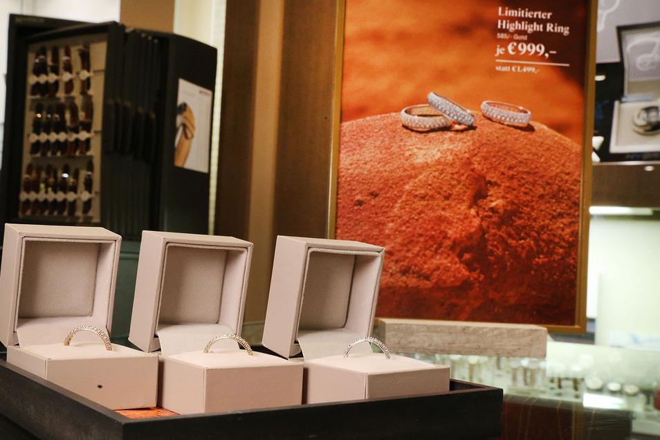 Bei Juwelier Christ in limitierter Auflage zu haben ist der Highlight-Ring mit 68 Brillanten in 585er Gold.
