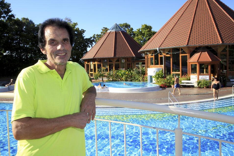 Hartmut Weder ist Schwimmmeister im Freizeitbad Obercunnersdorf - hier ein Archivbild an seinem Arbeitsplatz. Jedes Jahr reist er nach Südamerika und hilft dort ehrenamtlich in Schulen.
