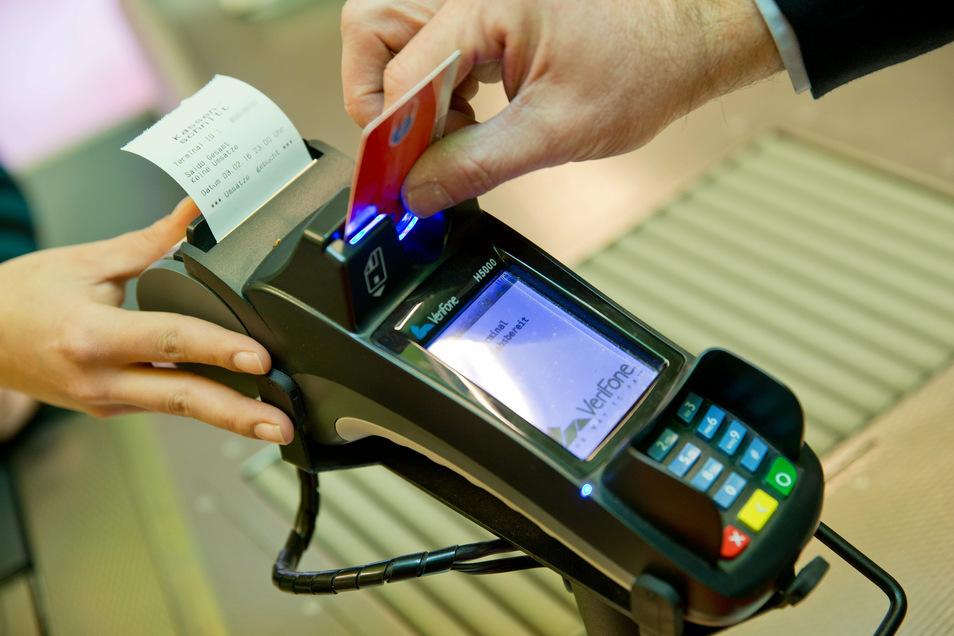 Mehr und höhere Gebühren beim Girokonto 'Finanztest'-Expertin