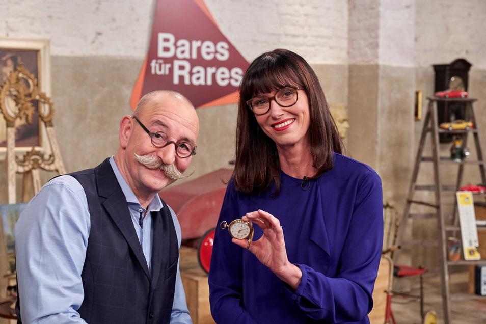 Horst Lichter und Dr. Heide Rezepa-Zabel. Die Expertin nahm auch das Armband von Caspar Sawade unter die Lupe.