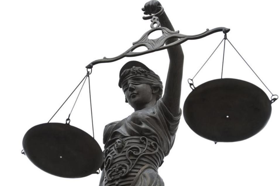 Drei Männer stehen ab Montag in Bautzen vor Gericht. (Symbolbild)