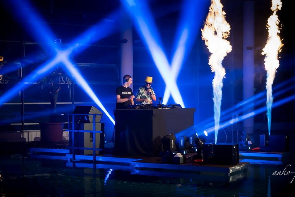 DJ Felix Arnold beim Livestream-Event in der Toskana-Therme im Februar. Jetzt folgt Teil zwei.