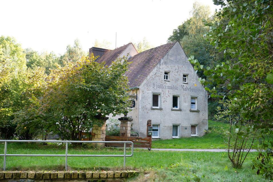 Ein Gasthof im Dornröschenschlaf: Die Hüttermühle wurde bis 2010 bewirtschaftet. Dann gaben die Wirtsleute Walter das Geschäft auf. Jetzt will die Stadt die Immobilie verkaufen.