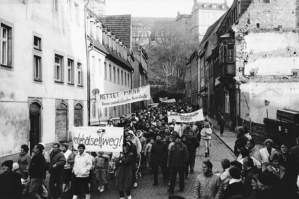 Demonstration 1989 auf der Schlossstraße in Pirna: Was hat die Menschen in der Wendezeit bewegt?