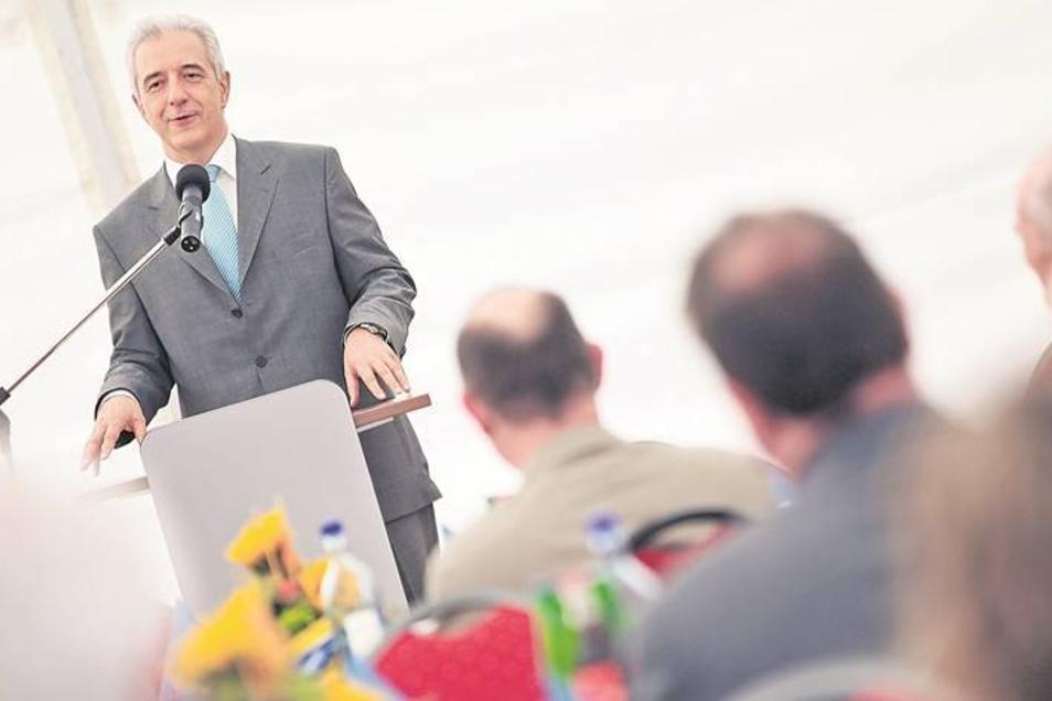 Sachsens Ministerpräsident Stanislaw Tillich gratulierte der bekannten Heiz- und Kältetechnikfirma Tiegel zum 100. Jubiläum – und machte klar, warum das Familienunternehmen ein wirklich spannendes Beispiel für die sächsische Erfolgsgeschichte des Mittelst