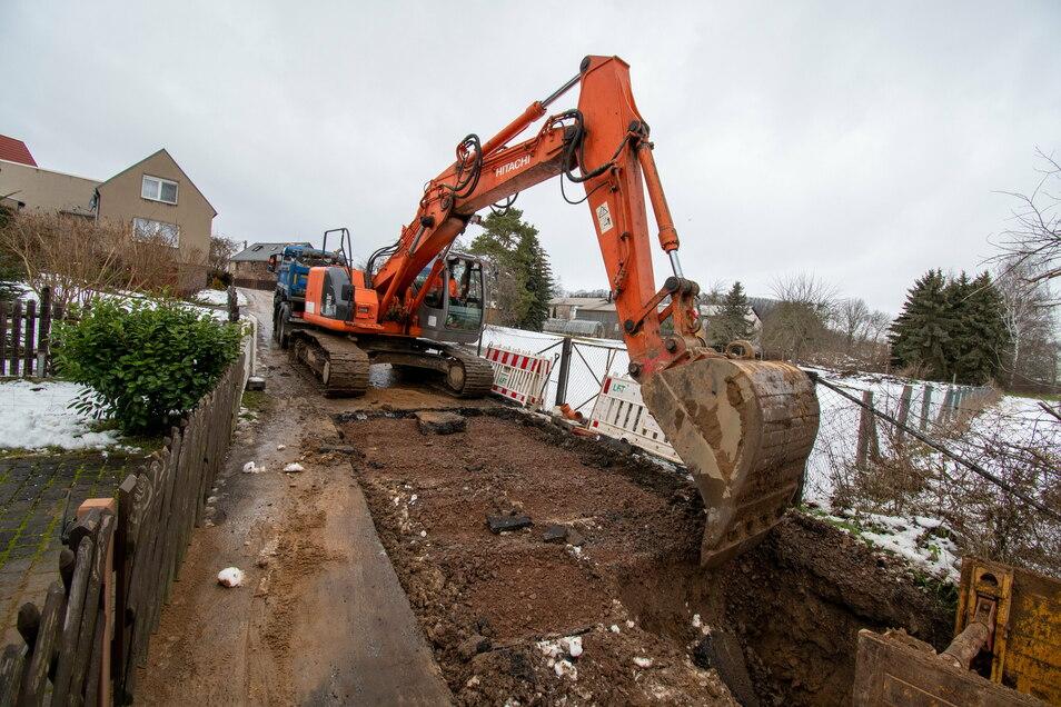 LFT Ostrau hat in der Wiesenstraße mit dem Vergraben des Abwassersammlers begonnen. Auch das Trinkwassernetz wird erneuert.
