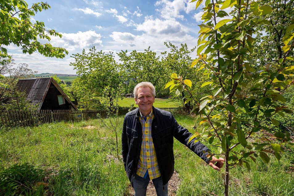 Wolfgang Finke hat mit seinem Verein ein kleines Grundstück in Obernaundorf gepachtet, um dort naturnah Lebensmittel zu erzeugen.