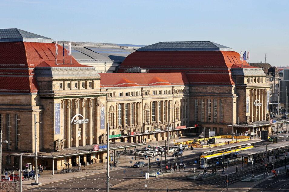 Ende Januar 2012 wird Thomas Pilgram an Gleis 10 im Leipziger Hauptbahnhof vorläufig festgenommen.