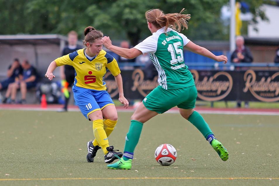 Geht nun beim Landesligisten Heidenauer SV auf Torejagd: Annemarie Hörr (links).