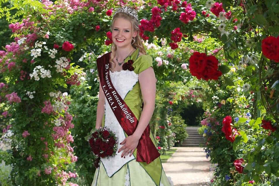 Laura I. amtiert noch als 29. Forster Rosenkönigin.
