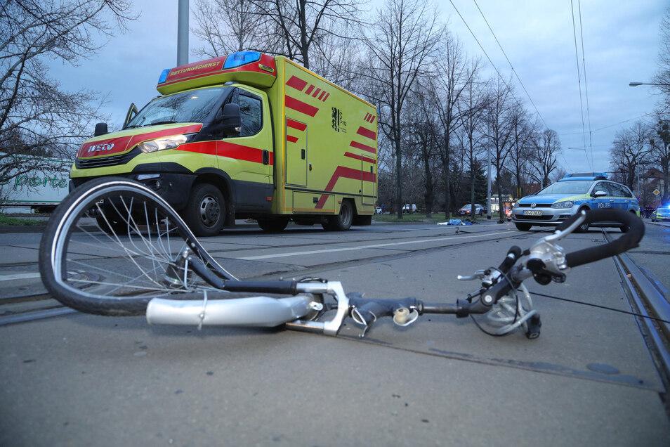 Am Freitag starb eine Radfahrerin bei einem Unfall.