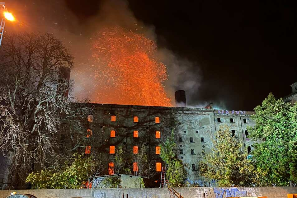 Die Ursache für diesen Brand in Dresden-Niedersedlitz ist noch nicht bekannt.