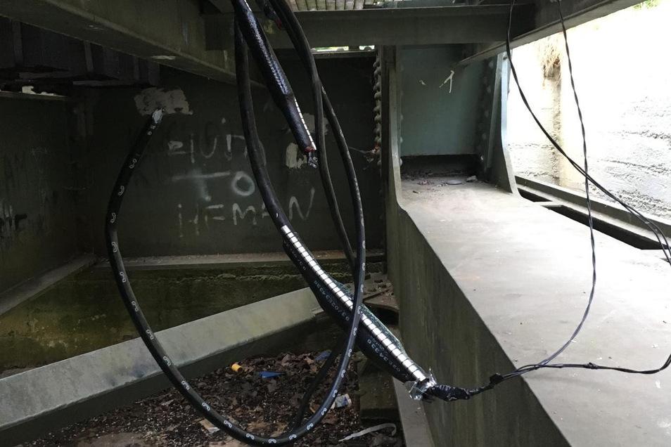 Auch hier ist versucht worden, dass wertvolle Kupferkabel zu stehlen.