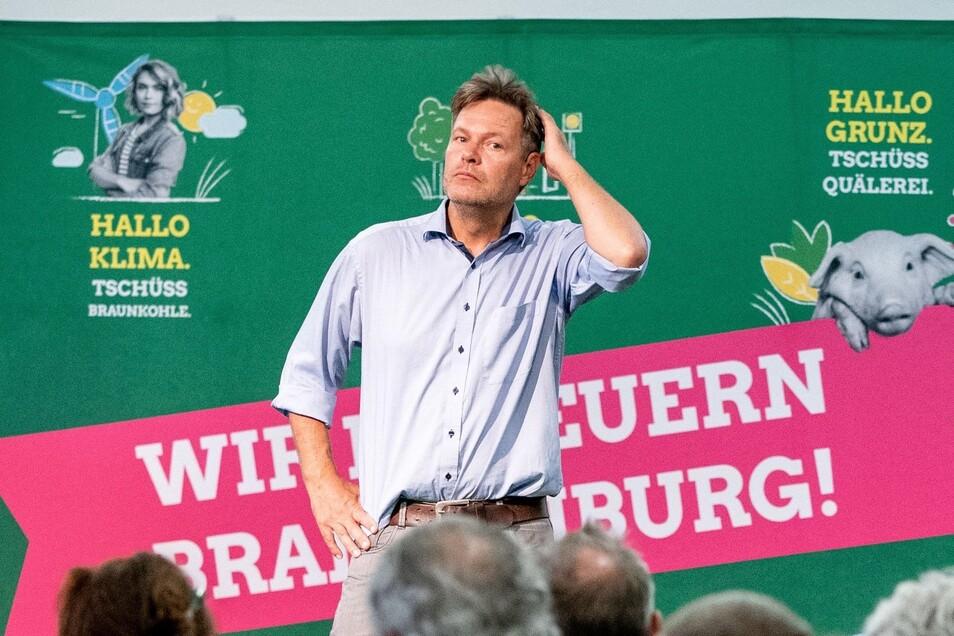 Robert Habeck, Bundesvorsitzender von Bündnis 90/Die Grünen, spricht auf einer Wahlkampfveranstaltung der Grünen in Cottbus.