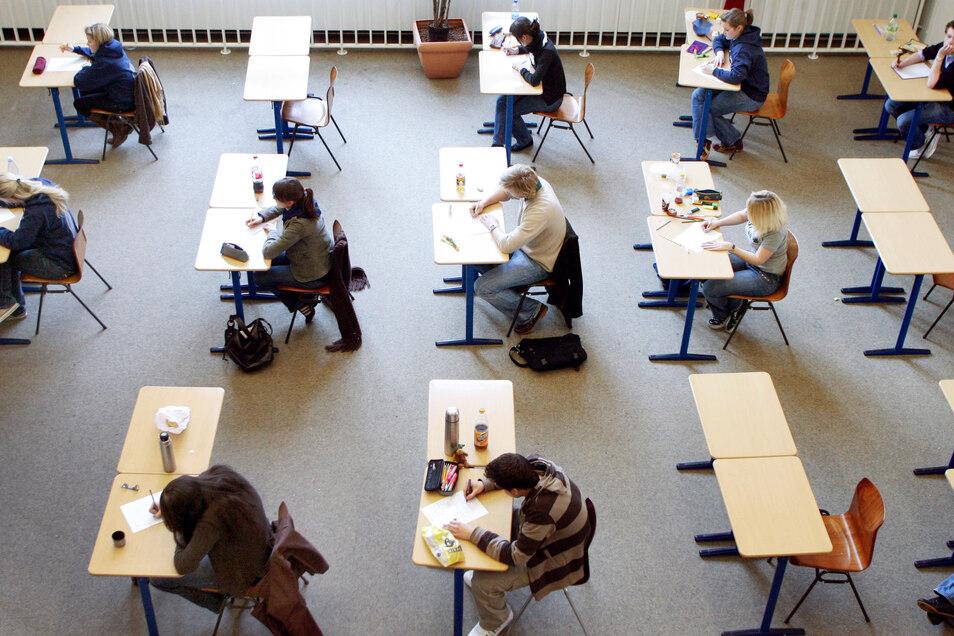 Schleswig-Holsteins Bildungsministerin Karin Prien hatte am Dienstag verkündet, in dem Bundesland sollen dieses Jahr keine Schulabschluss-Prüfungen stattfinden. Kritik daran kam u.a. aus Sachsen.