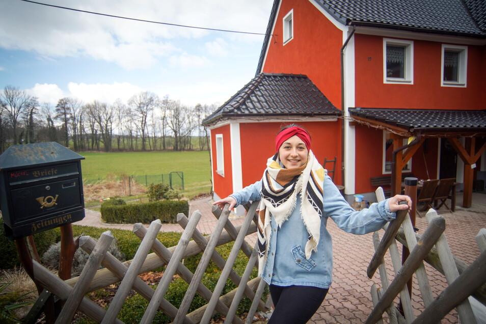 Franziska Möchel ist aus Bautzen nach Lauske bei Weißenberg gezogen - und freut sich über die Ruhe und das viele Grün.