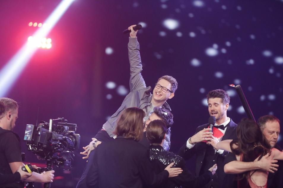 """So feierte Samuel Rösch seinen Sieg bei """"The Voice of Germany"""". Jetzt kommt er nach Pulsnitz."""