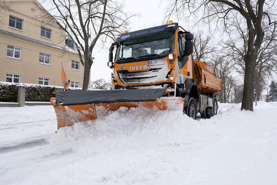 Der Winterdienst hat dieser Tage in Görlitz viel zu tun. Neben Schnee sind auch Verwehungen ein Problem.