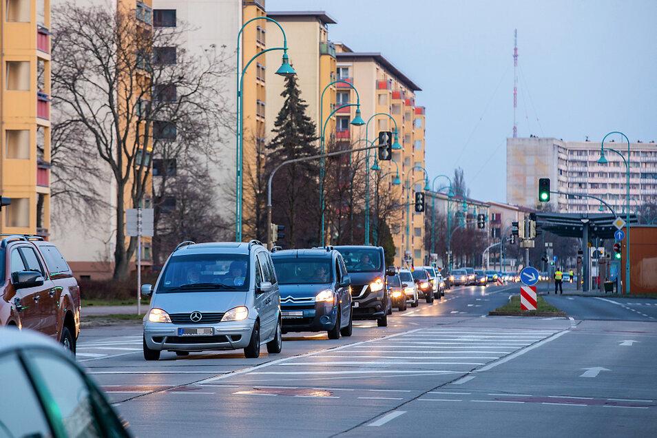 Seit Mitte Februar ist am Freitagabend regelmäßig ein Autokonvoi in der Stadt unterwegs. Die Fahrer machen so ihren Unmut gegen Maßnahmen im Zuge der Pandemie deutlich.