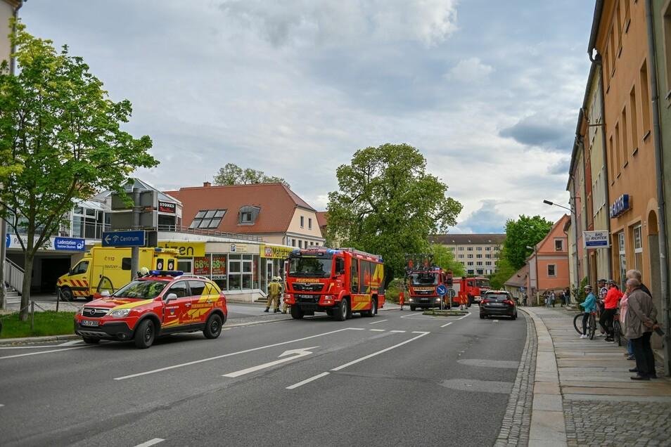 Ein 14-Jähriger ist am Sonnabend in Bautzen vom Dach eines Parkhauses gestürzt und hat sich schwer verletzt.
