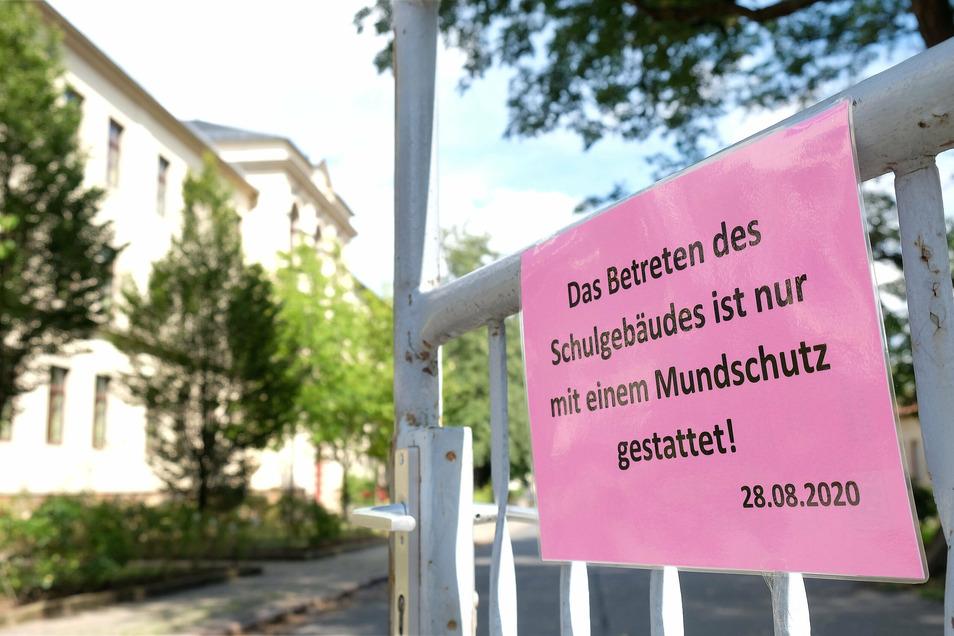 Der Bautzener und der Görlitzer Kreiselternrat haben sich mit einem Offenen Brief an Sachsens Landesregierung gewandt. Darin fordern sie unter anderem, dass Schüler keine Maske tragen müssen.