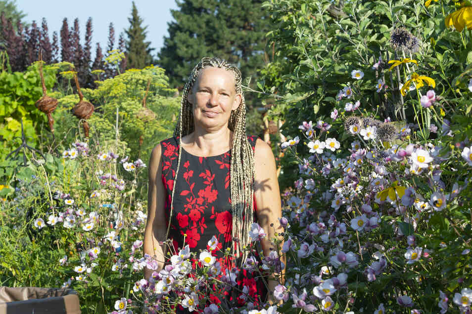 Bei Birgit Kempe darf es wuchern, wie hier die Herbstanemone.