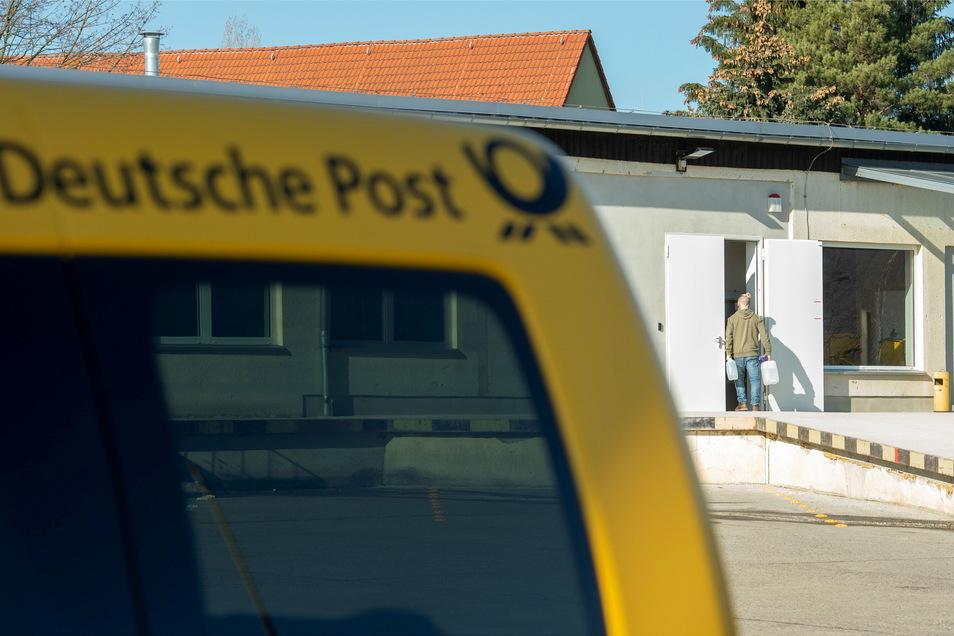 Der Zustellstützpunkt der Deutschen Post ist in Heidenau umgezogen: Von der Vom-Stephan- auf die Pillnitzer Straße.