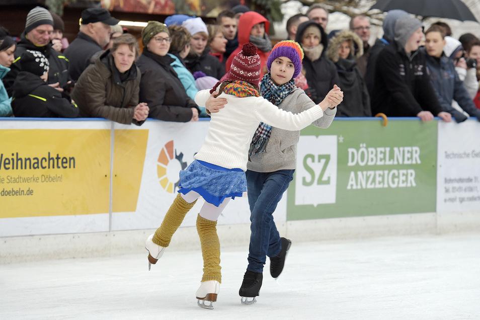 Zu den Programm-Höhepunkten gehört eine große Eislauf-Show im Döbelner Winterdorf.
