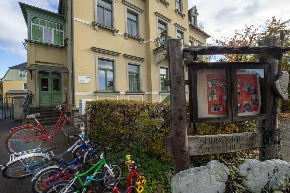 """Das christliche Kinderhaus """"Guter Hirte"""" befindet sich im ehemaligen Rathaus Oberlößnitz an der Hauptstraße."""
