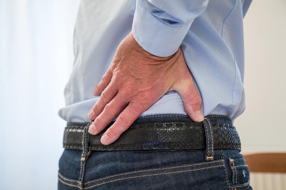 Nach wie vor sorgen Rückenbeschwerden noch immer für die meisten Fehlzeiten im Beruf, aber die Tendenz ist erfreulicherweise fallend.