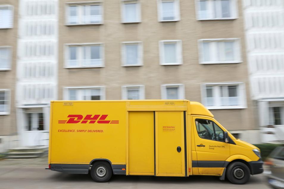 DHL rechnet für die Tage vor Weihnachten mit einem neuen Rekord von Paketzahlen. Erwartet werden 11 Millionen Pakete am Tag, das Jahresmittel liegt bei 5 Millionen pro Tag.
