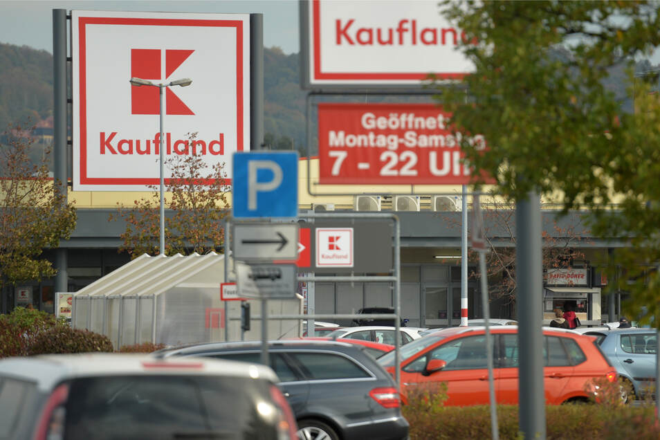Die Gewerkschaft fordert deutlich höhere Löhne für Kaufland-Mitarbeiter in Sachsen, Sachsen-Anhalt und Thüringen. Vielerorts wurde deshalb am Freitag gestreikt.
