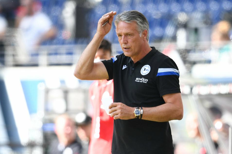 Bielefelds Cheftrainer Uwe Neuhaus startet mit einem 1:1 in Frankfurt in die Bundesliga-Saison.