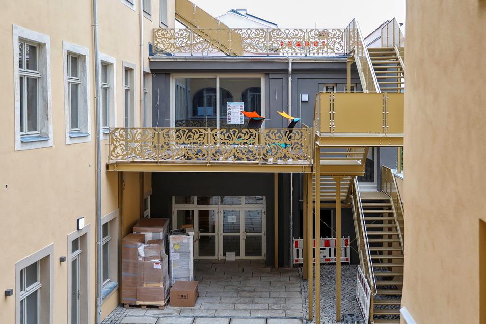 Das Restaurant ist auch vom Innenhof zu erreichen - und nicht nur für die Gäste des Hotels offen.
