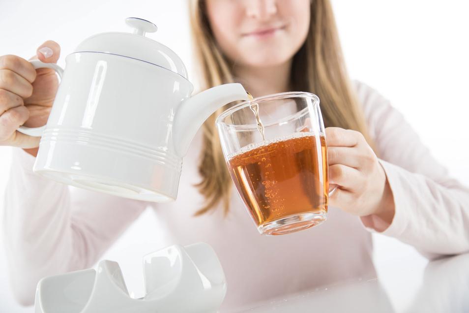 """Deutsche Teetrinker können beruhigt sein: Die hierzulande angebotenen Schwarzteemischungen sind """"sauber""""."""