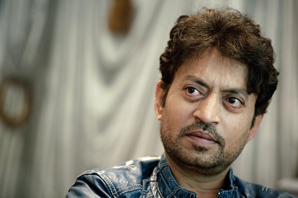 """Der """"Slumdog Millionär""""-Star Irrfan Khan ist nun im Alter von 53 Jahren gestorben. Er starb an Komplikationen nach einer Infektion seines Dickdarms."""