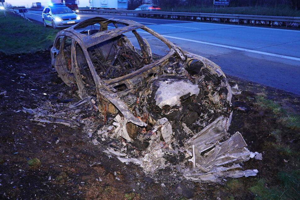 Gegen 3.40 Uhr war am frühen Freitagmorgen ein Pkw auf der A 14 in der Nähe von Nossen ausgebrannt.