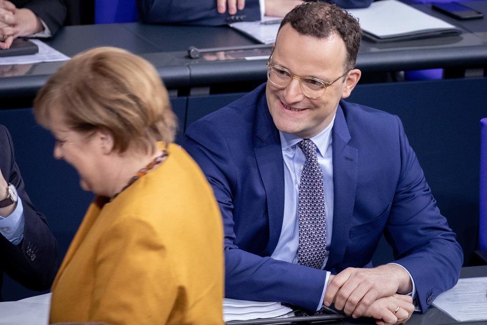 """Gesundheitsminister Jens Spahn fordert die CDU auf, sich von Kanzlerin Angela Merkel zu emanzipieren. """"Jetzt aber richten wir den Blick nach vorn. Es geht darum, die Zwanzigerjahre zu gestalten"""", sagte er."""