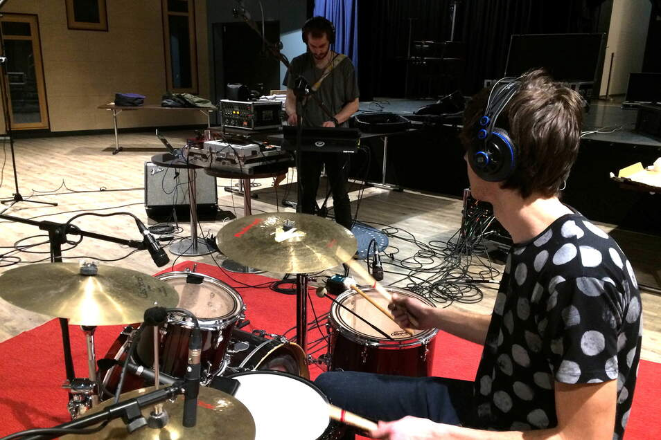 Bei verschiedenen Workshops können Nachwuchsmusiker lernen, den passenden Sound für ihre Idee zu finden.